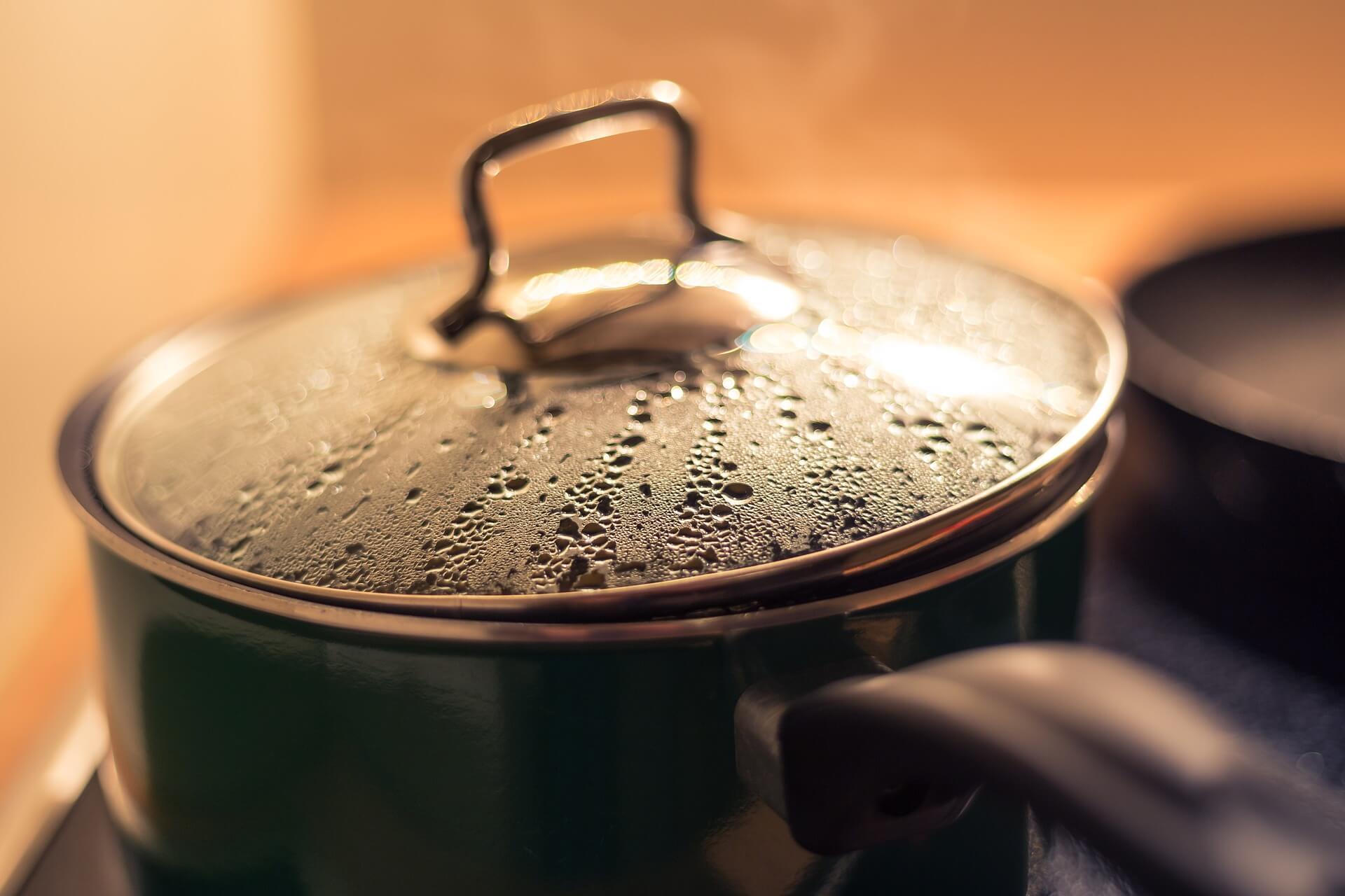 Ein Topf, in dem gekocht wird.