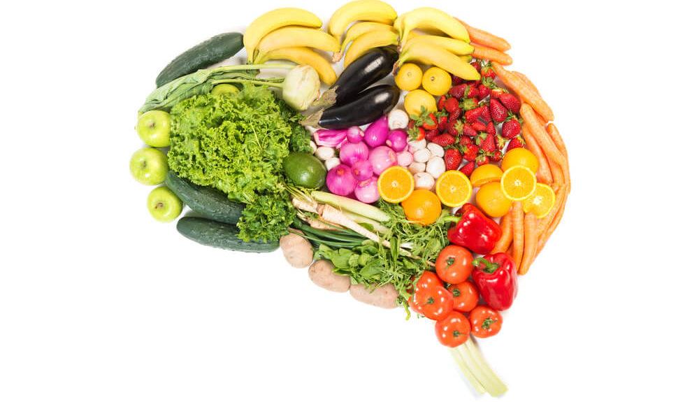 Ein Gehirn geformt aus Gemüse und Obst